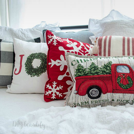 Christmas pillows made from placemats, photo