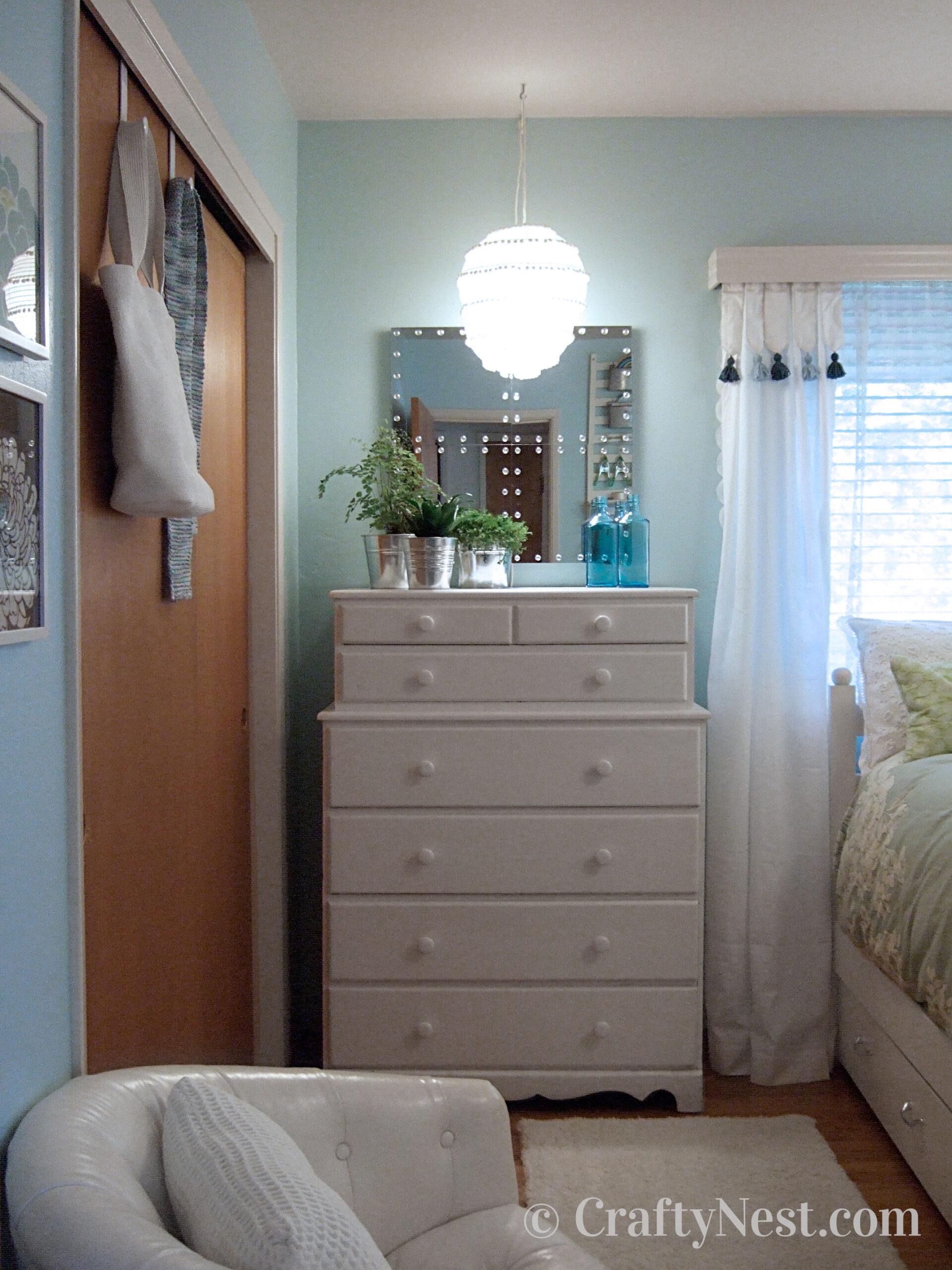 Dresser and mirror, photo