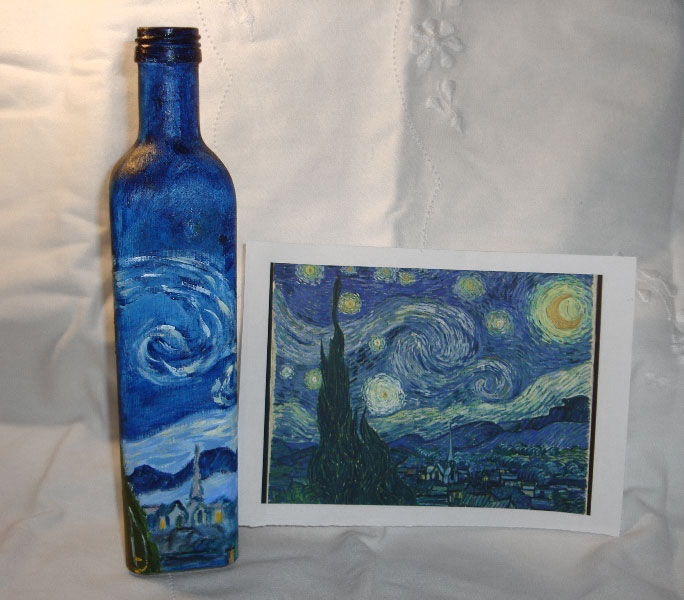 Lúcia Russo' Starry Night painting on a bottle, photo