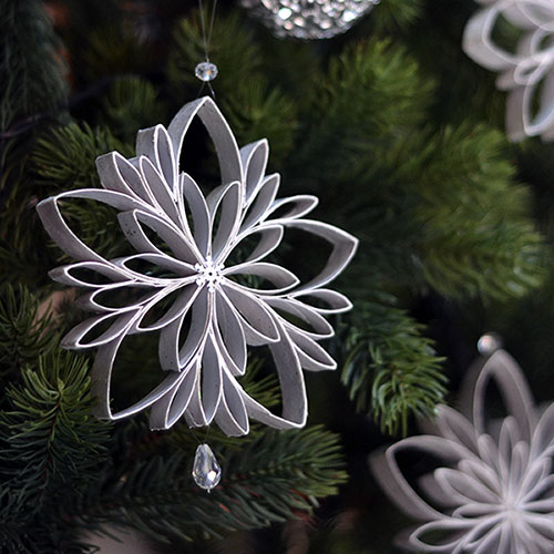 Cardboard tube flower ornaments, photo
