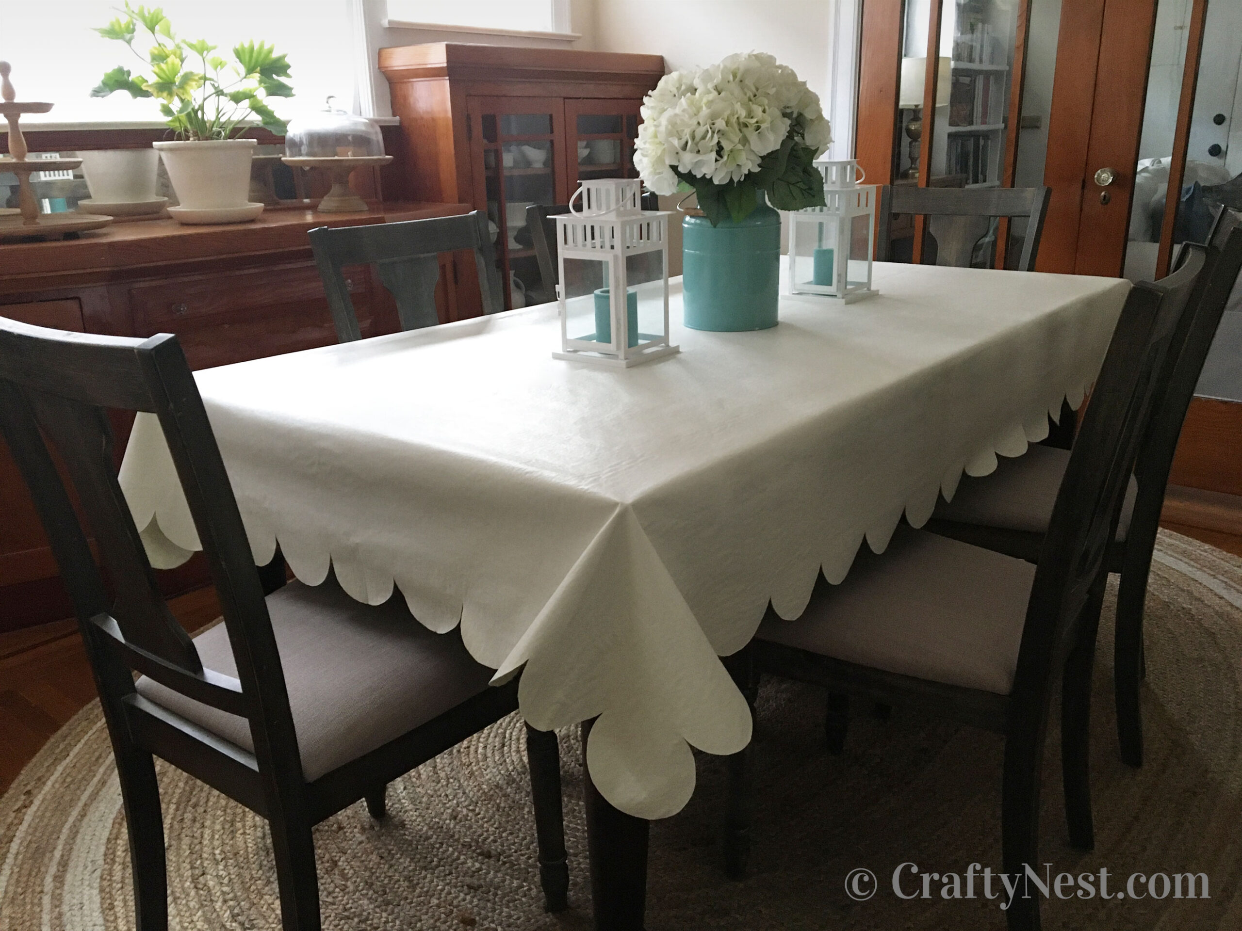 Scalloped table cloth, photo