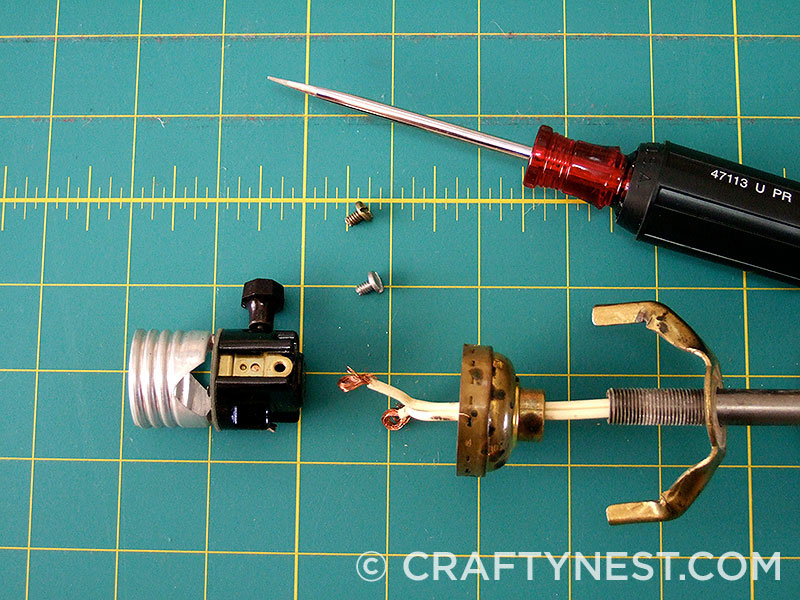 Unscrew the socket screws, photo