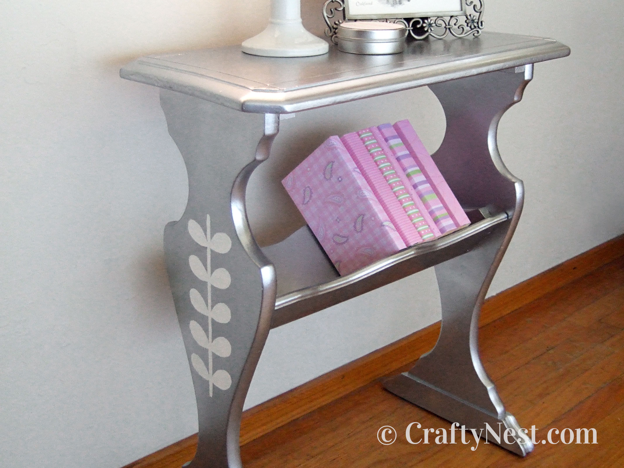 Small silver painted library table, photo