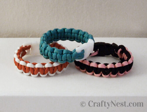 Camp craft: two-color paracord bracelets